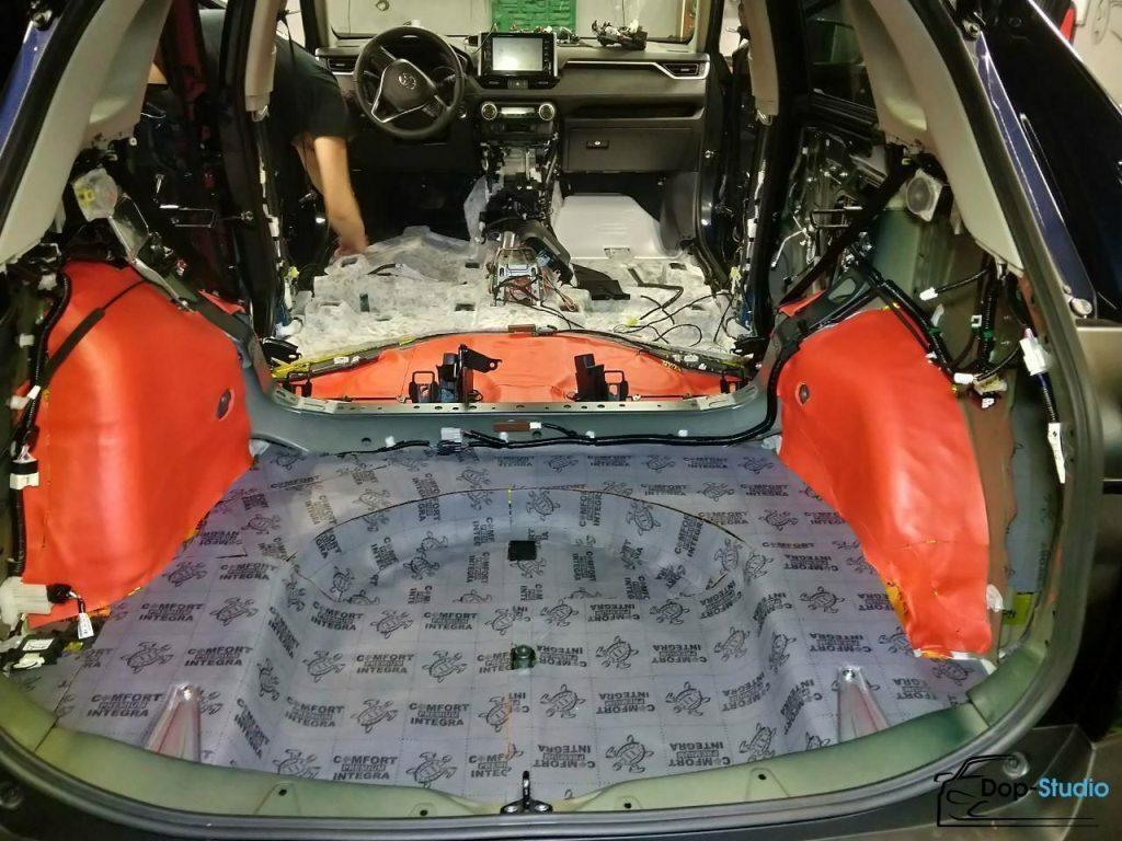 Шумка багажника авто